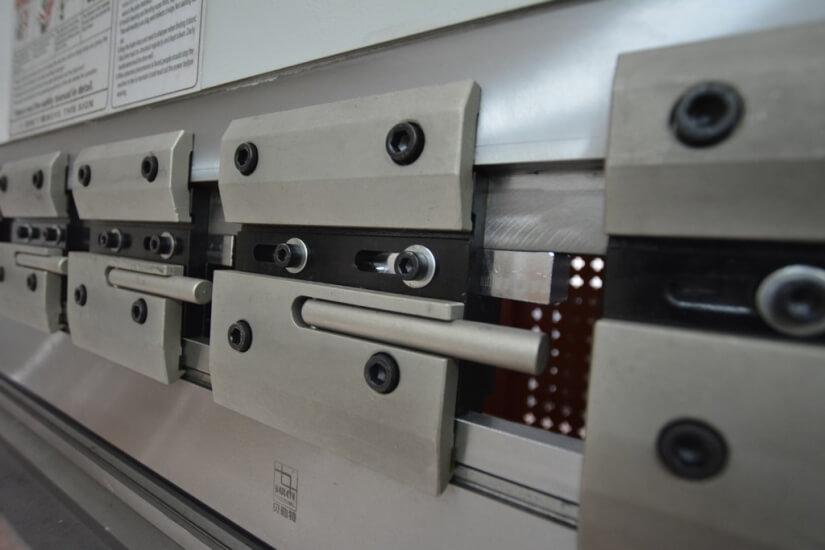 Вертикальный листогибочный пресс  Metal Master серии HPJ 32125 с ЧПУ E-21