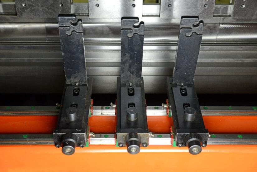 Вертикальный листогибочный пресс Metal Master серии HPJ 32160 с ЧПУ E-21