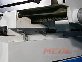 механизм движения и фиксаторы рабочего стола сверлильно-фрезерного станка MetalMaster DMM 50C