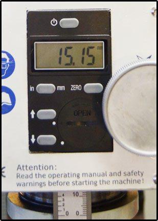 Система индикации положения инструмента позволяет выбирать ход пиноли с точностью до сотых долей миллиметра.