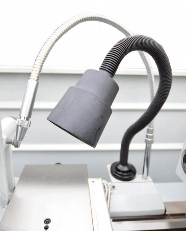 В стандартную комплектацию входят: система подачи СОЖ и станочный светильник местного освещения.