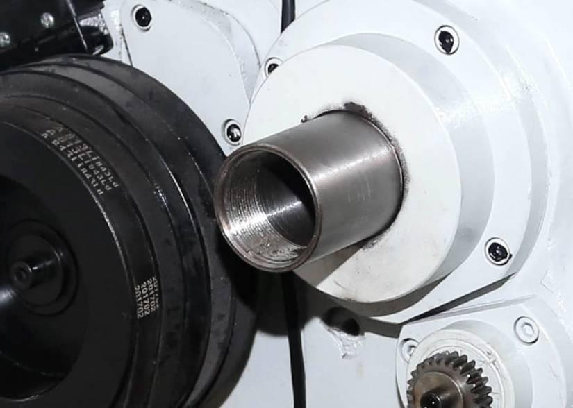 Внутренний диаметр шпинделя составляет 38 мм.