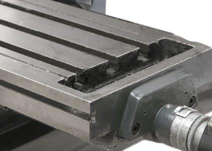 Рабочий стол оснащен Т - образными пазами для установки прижимного оборудования.