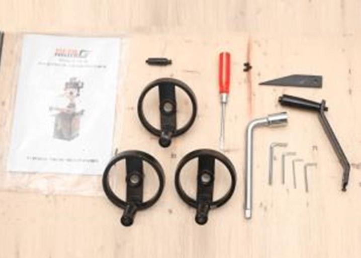 В ЗИП входят комплект инструмента для обслуживания и инструкция.