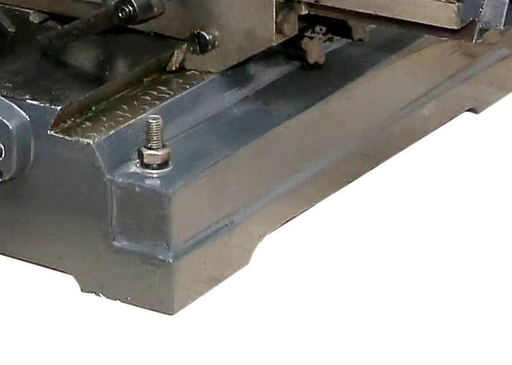 Прочная литая конструкция плотно стоит на поверхности благодаря конструктивным особенностям.