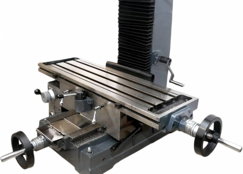 Рабочий стол фрезерного станка перемещается вдоль осей X и Y, по направляющим типа «ласточкин хвост». Передвижение стола осуществляется, как в автоматическом, так и в ручном режиме.